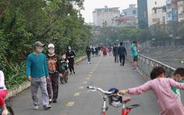 Hà Nội: Bất chấp chỉ thị cách ly xã hội, nhiều người dân vẫn tấp nập ra bờ sông Tô Lịch tập thể dục