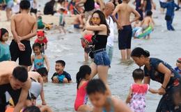 Biển Bãi Cháy đông trở lại, Quảng Ninh bắt đầu kích cầu đón khách du lịch sau Covid-19