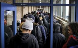 Covid-19 đẩy Mỹ vào cuộc khủng hoảng tồi tệ: Hàng chục triệu người đói ăn và áp lực đè nặng các ngân hàng lương thực miễn phí