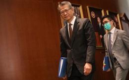 Hồng Kông gấp rút 'tặng' hơn 1.000 USD cho người dân chi tiêu