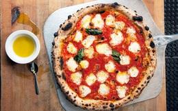 """""""Khi bạn mua pizza ở Ý, nhà hàng sẽ không bao giờ cắt sẵn bánh cho bạn"""": Lý do đằng sau khiến cả thế giới phải thán phục"""