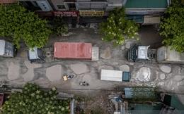 """Nhìn từ trên cao con đường """"đau khổ"""" nhất Hà Nội: 650m có gần 100 """"ổ khủng long"""", xe container ngày đêm cày nát"""