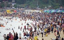 Nắng nóng cuối tuần sau nghỉ lễ, bãi biển Đồ Sơn thất thủ