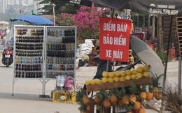 Hà Nội: Người dân đổ xô đi mua bảo hiểm xe máy, nơi bán giá siêu rẻ 20.000đ/ năm mọc lên nhan nhản ở lề đường