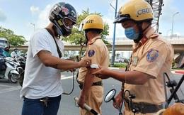 Xuống xe dắt bộ khi thấy Cảnh sát giao thông, vẫn bị xử phạt nếu mắc lỗi