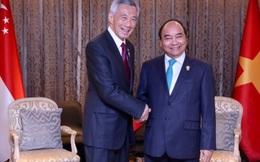 """Thủ tướng Nguyễn Xuân Phúc và Lý Hiển Long đặt vấn đề mở lại đường bay, cân nhắc thiết lập cơ chế """"làn xanh"""""""