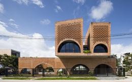 Nhà gạch thô ở Đà Nẵng lấy cảm hứng thiết kế từ chiếc đồng hồ Cuckoo