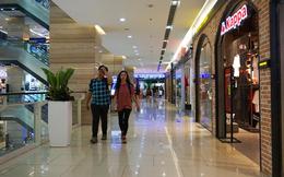 Trung tâm thương mại Hà Nội vẫn vắng vẻ, nhiều người 'quên' đeo khẩu trang