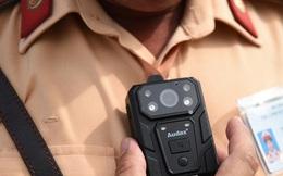 CSGT dùng camera mini để tổng kiểm soát phương tiện giao thông