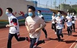 Hai nam sinh đột tử khi đeo khẩu trang lúc kiểm tra chạy bộ, nhiều tỉnh ở Trung Quốc tạm dừng việc dạy thể dục
