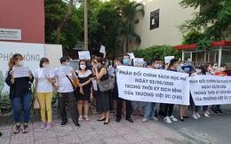 Vì sao trường Việt Úc thông báo giảm 70-100% học phí những tháng nghỉ học vì dịch nhưng phụ huynh nhất quyết lên trường phản đối?