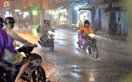 """Hà Nội đón """"cơn mưa vàng"""" giải nhiệt sau những ngày nắng nóng gay gắt"""