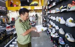 Đà Nẵng: Tạm giữ gần 2.000 sản phẩm thời trang nghi giả mạo Nike, Adidas, Louis Vuitton, Chanel