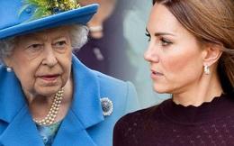Công nương Kate đang chịu sự theo dõi chặt chẽ của gia đình nhà chồng, nhất là Nữ hoàng Anh, chỉ vì việc làm của Meghan Markle