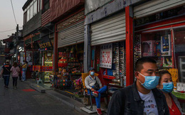 """Đợt bùng dịch """"từ trên trời rơi xuống"""" ở Bắc Kinh chỉ ra hàng loạt thách thức cho tăng trưởng của Trung Quốc"""
