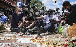 Xúc động với lời kêu gọi chấm dứt biểu tình của người em trai tại chính nơi George Floyd bị cảnh sát ghì chết