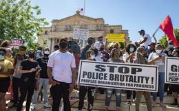 Khi bạo lực bao trùm nước Mỹ, thành phố này vẫn giữ các cuộc biểu tình ôn hòa nhờ một quá khứ thảm thương