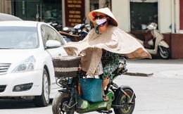 Ảnh: Nắng nóng tiếp tục gay gắt trên 40 độ C, người dân vật lộn tìm đủ mọi cách tránh nóng