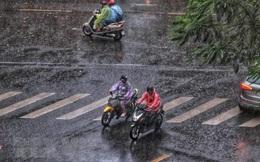 Cuối tuần, Bắc Bộ và Trung Bộ ngày nắng nóng, chiều tối có mưa dông