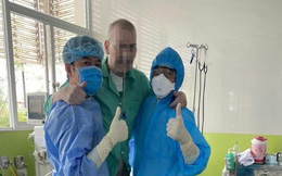 Bệnh nhân phi công tự đi sau 101 ngày điều trị, Đại sứ Anh cảm ơn bác sĩ Việt Nam
