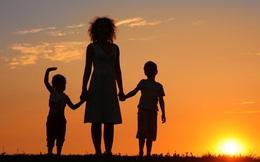 Vừa chia tay chồng, 1 mình nuôi 2 con, 1 ngày người phụ nữ bật khóc trước món quà từ người xa lạ