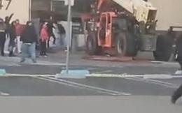 Hôi của, cướp bóc tại Mỹ: Lái xe nâng đi cướp cửa hàng giữa ban ngày
