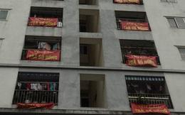 Hà Nội: Cư dân chung cư thu nhập thấp không được cấp sổ đỏ kêu cứu để con được đi học