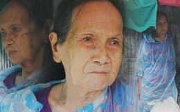 """Cụ bà ngồi co ro giữa cơn mưa Sài Gòn để bán từng hủ mắm mưu sinh: """"Con nó hết thương ngoại rồi, giờ sống được ngày nào hay ngày đó"""""""