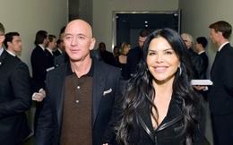Tỷ phú Amazon bị gia đình bạn gái tố hành xử khó chấp nhận trong khi vợ cũ của ông lại có cuộc sống khác biệt