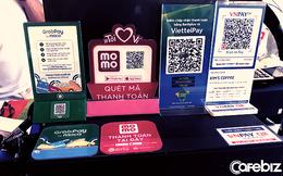 Xưa 1 cửa hàng trưng dăm bảy QR Code, nay Moca trên app Grab, ZaloPay cùng 27 ứng dụng ngân hàng xài chung một thiết bị thanh toán