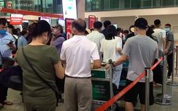 """Sửa đường băng ở Nội Bài và TSN: Hành khách kêu trời khi liên tục bị delay, máy bay phải """"xếp hàng"""" chờ cất cánh"""