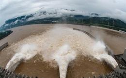 Nước lũ đổ vào đập Tam Hiệp lập đỉnh mới, vượt cảnh báo hơn 15m