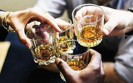 """""""Đêm liên hoan, đồng nghiệp uống nhiều rượu bất ngờ ra đi"""": người trẻ à, đừng lấy sức khỏe ra đổi lấy tăng lương nữa"""