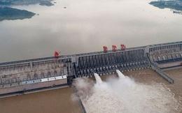 Trung Quốc phải cho nổ tung đập để xả lũ