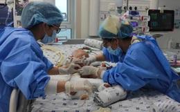 Trúc Nhi và Diệu Nhi được theo dõi sức khỏe thế nào trong phòng chăm sóc đặc biệt sau mổ?