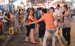 """Kinh tế đêm ở phố Tây Sài Gòn đang """"cầu cứu"""": Nhân viên... năn nỉ khách Việt vào quán, cầm cự vượt qua khủng hoảng"""