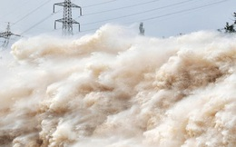 Cảnh xả nước lũ choáng ngợp hiếm gặp trên thượng nguồn sông Hoàng Hà
