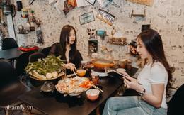 Siêu lạ: Quán lẩu ở Hà Nội đến ăn phải tự lựa bát, lựa nồi, bày mâm nước lẩu ngồi húp xịn như hoàng gia, hay teen như công chúa đều chiều hết theo ý khách