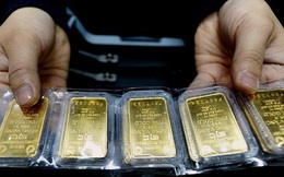 Giá vàng tăng gần 2 triệu đồng/lượng trong vài tiếng, lên gần 57 triệu đồng/lượng