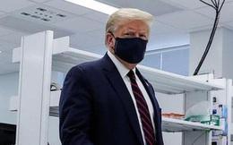 Ông Trump đeo khẩu trang nơi công cộng, nói Mỹ có vaccine Covid-19 cuối năm nay