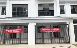 Hà Nội: Hàng trăm khách hàng căng băng rôn trước dự án cao cấp C2 Gamuda Garden, tố chủ đầu tư bất tín