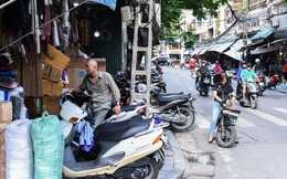 """Hà Nội: Khốn khổ như dân phố cổ, muốn đi bộ cũng không yên vì vỉa hè bị """"chiếm"""" từ bao giờ không ai nhớ nữa"""