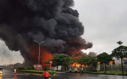 100 công an dập tắt đám cháy kho sơn rộng 2000m2 tại Khu công nghiệp Yên Phong