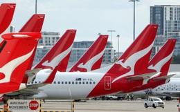 Kinh doanh quá khó khăn, Qantas Airways đăng bán bánh quy, trà và đồ ngủ