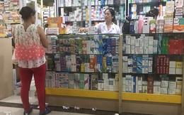 Dân 'mỏi mắt' tìm mua khẩu trang y tế ở chợ thuốc lớn nhất Hà Nội