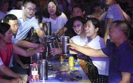 Dân mạng Trung Quốc xôn xao vụ nhân viên ngân hàng bị tát vì từ chối chúc rượu sếp
