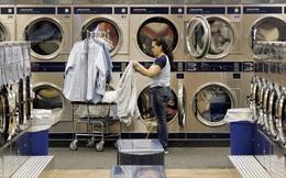 Bloomberg: Bơm hàng tỷ USD cho nền kinh tế nhưng tại sao người Mỹ vẫn thiếu tiền đi giặt ủi trong mùa dịch Covid-19?