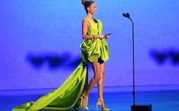 """""""Cô đào Hollywood"""" Nicole Richie diện váy NTK Công Trí lên thảm đỏ VMAs"""