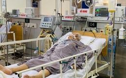 Hà Nội: Cụ ông ngộ độc Pate Minh Chay phải thở máy, bác sĩ vất vả tìm thuốc giải độc