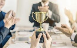 Sếp bình thường chỉ biết dùng tiền, sếp có tầm sẽ dùng 2 loại phần thưởng để khích lệ nhân viên